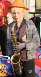 jongen op sax