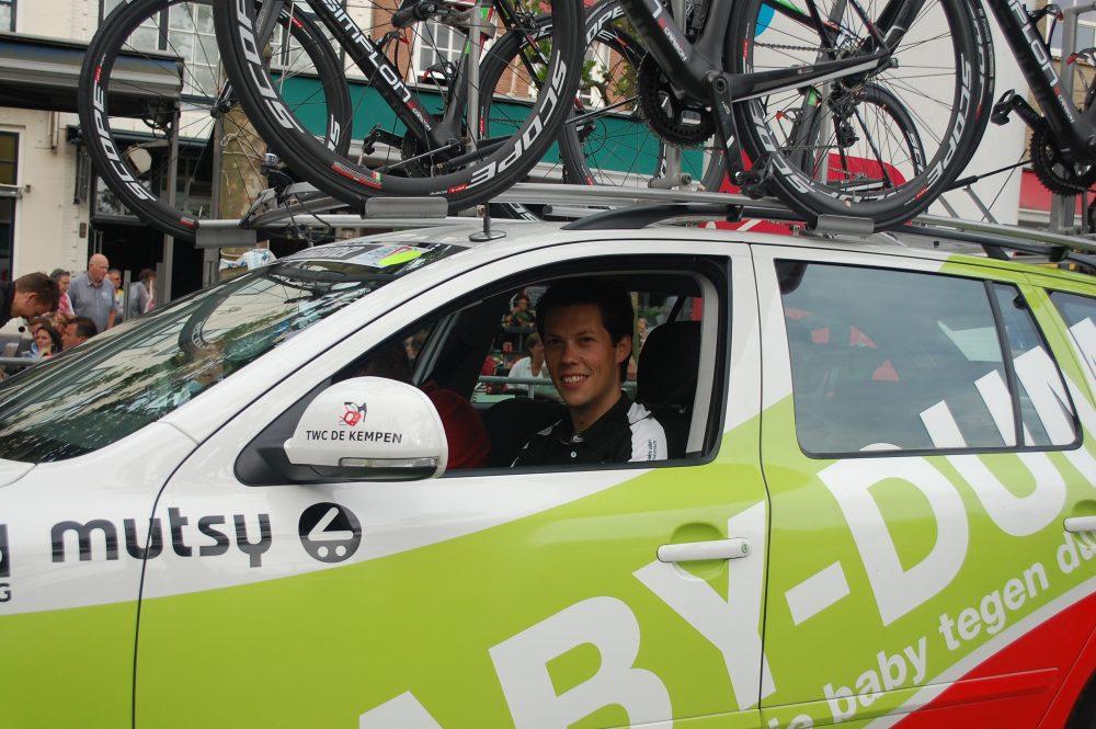 Gerwenaar Piet Rooijakkers is manager van de wielerploeg BABY-DUMP…. (foto Cees van Keulen)